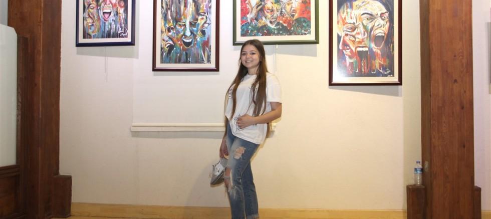 Çıplak  ayaklı ressam SUDE PULAT