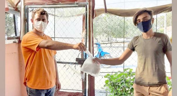 Okula Başlayacak Öğrencilere Maske ve Dezenfektan Dağıtıldı