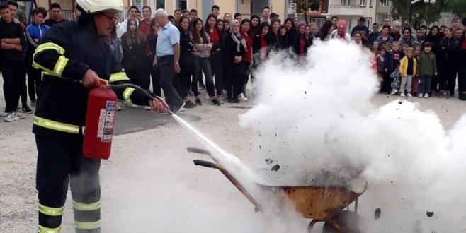 Okullarda Yangın Tatbikatı Gerçekleştirildi