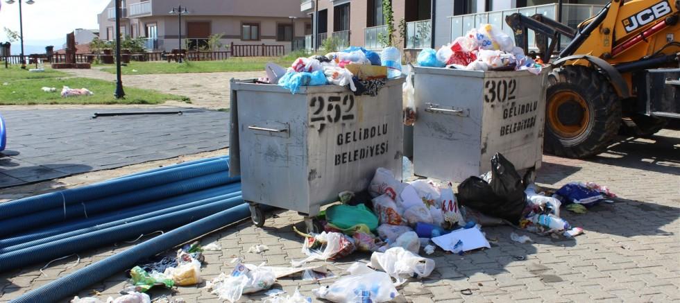 Toplanmayan çöpler isyan ettirdi
